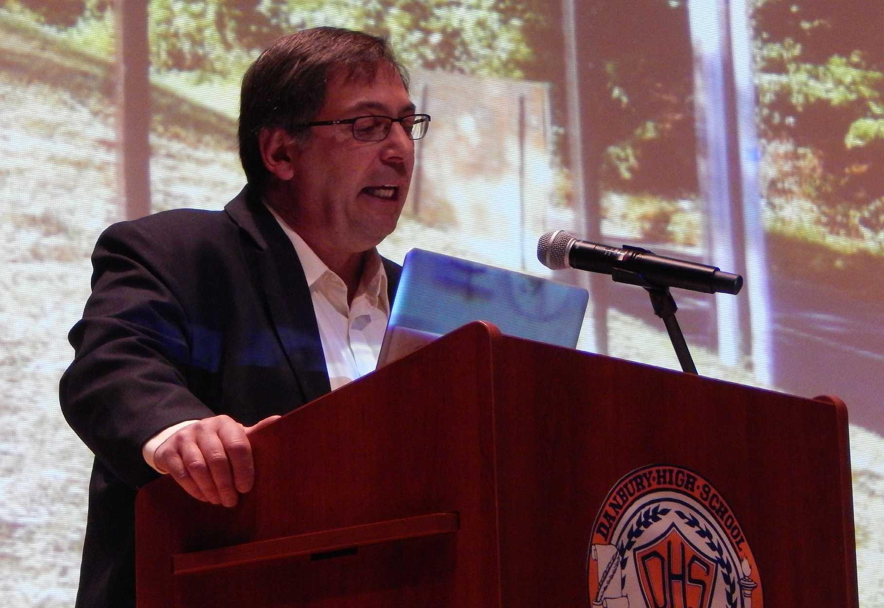 Jim Felice, an award-winning Connecticut based sculptor, addresses NAHS inductees.