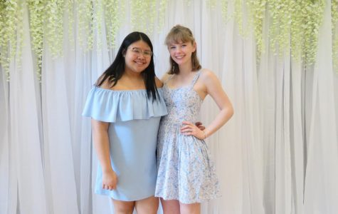 Peer Leadership duo hosts Spring Fling at Elmwood Hall Senior Center