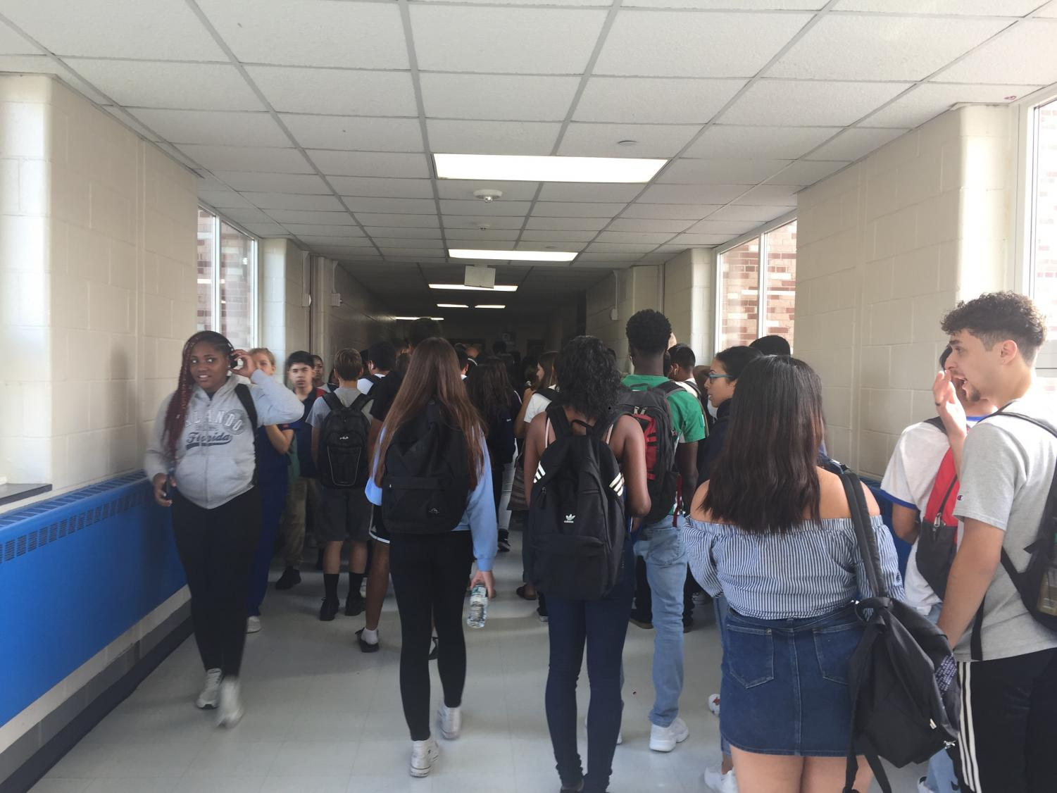DHS students and faculty experience intense crowding in D3 hallways.