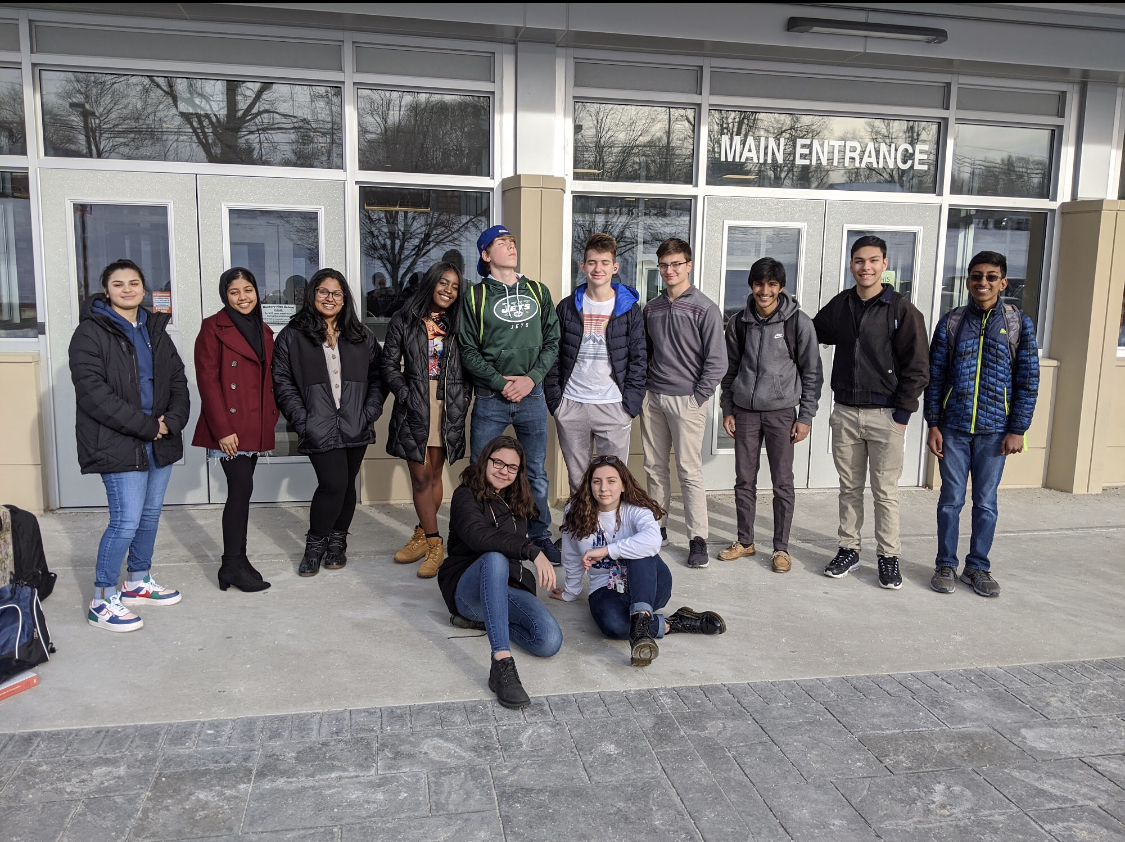 Model U.N.posing for a picture before their trip to Yale University